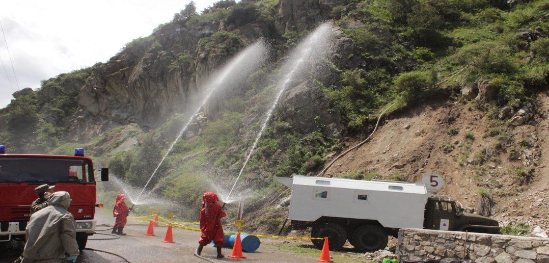 Сотрудники МЧС Кыргызстана и очевидцы могут направлять в службы спасения фото и видео с места событий