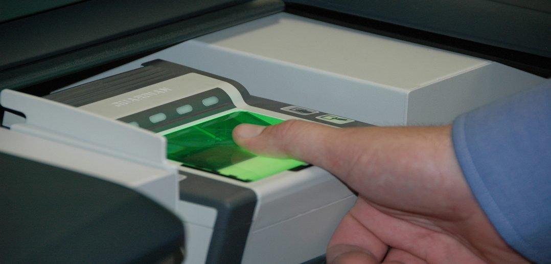 МВД РФ хочет снимать отпечатки у всех въезжающих иностранцев с 2017 года