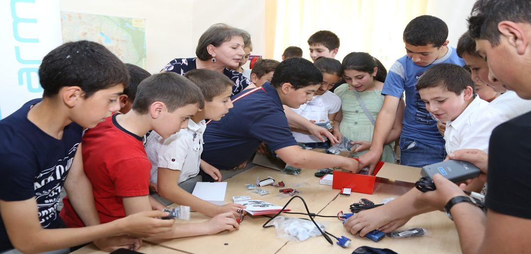 Армения намерена совершить ИКТ-революцию в 2019 году с помощью школьных лабораторий