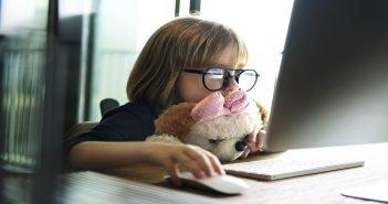 Ради защиты детей от негатива в интернете российские активисты и чиновники потребовали изменить законы