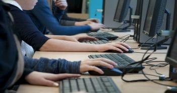 Интернет-клубы Азербайджана будут выделять детям специальные компьютеры