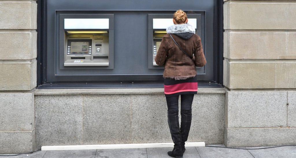 Подарок для хакеров: дороговизна мешает обновить ОС в банкоматах