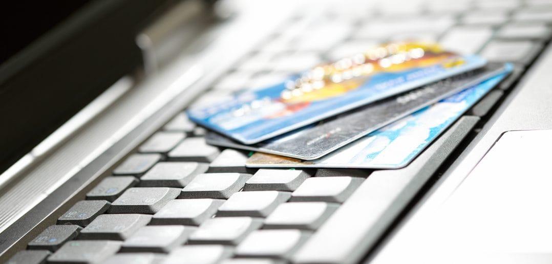 В Кыргызстане с 1 июня запретят работу международных систем e-платежей без регистрации