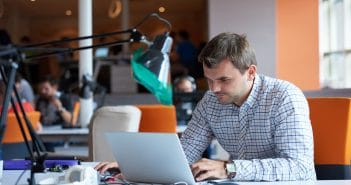 Парламент Молдовы утвердил миграционные льготы для ИТ-специалистов