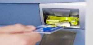 Беларусь: Мошенников, копировавших банковские карты через банкоматы, будут судить