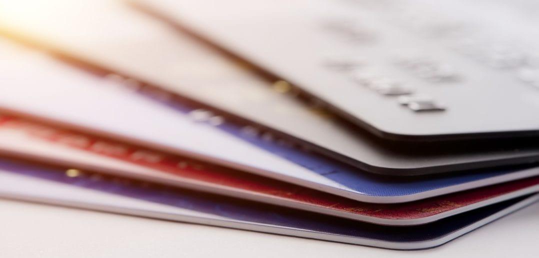 За первое полугодие 2017 года число банковских карт в Азербайджане выросло на 215 тыс.