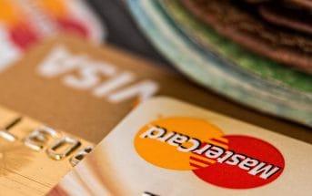 Нацбанк Молдовы: В 1,5 раза больше человек расплачивалось банковской картой в 2016 году